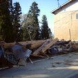 崩れた作業小屋